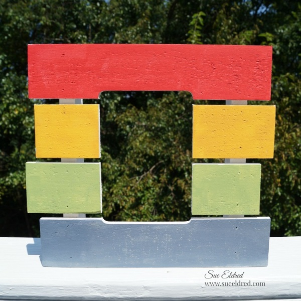 Funky Pallet Frame painted 8792