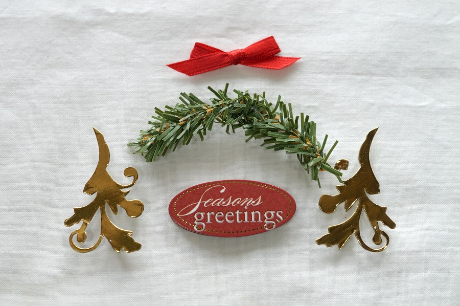 assembling-the-wreath-4974