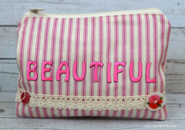 beautiful-make-up-bag-3950