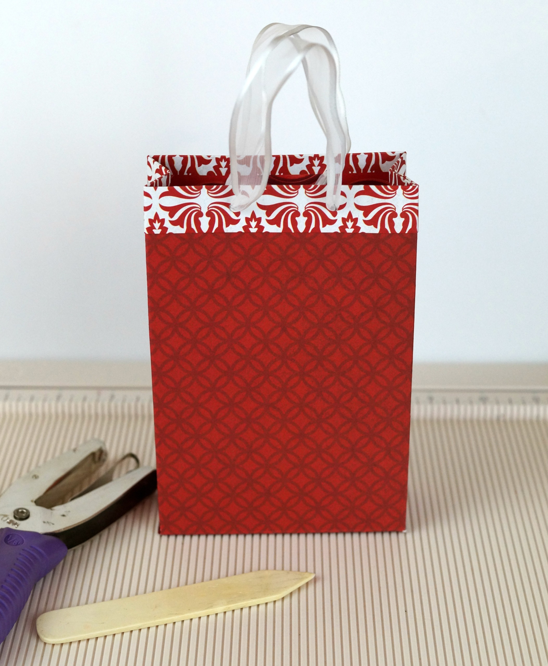 How to make a gift bag from 12x12 paper