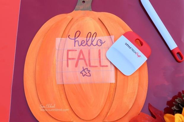 Hello Fall Pumpkin Wreath-Applying Vinyl with Transfer Tape-Sue's Creative Workshop www.sueeldred.com 3327